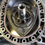 10A型ロータリーエンジンOH13(ローター仮組み込み)